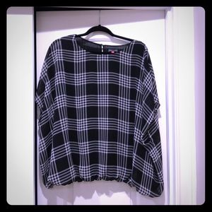 Gently used Vince Camino black and white blouse.